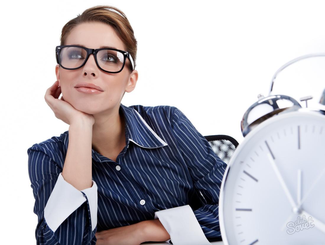 Работника нужно отпустить в учебный отпуск, даже если он уже в отпуске